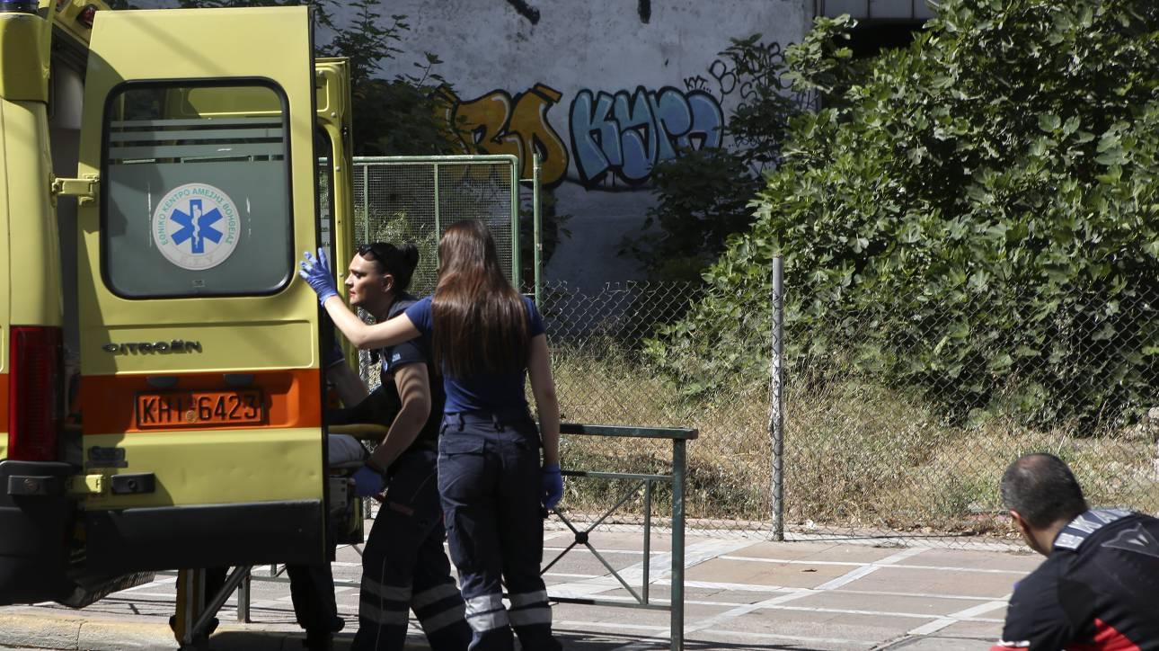 Τροχαίο στην Βούλα: Σύγκρουση φορτηγού με μοτοσικλέτα