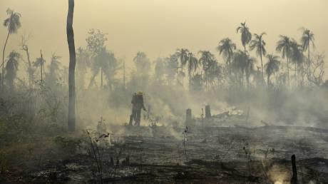 Ο Αμαζόνιος φλέγεται: Στο σκοτάδι το Σάο Πάολο - Τεράστια η οικολογική καταστροφή