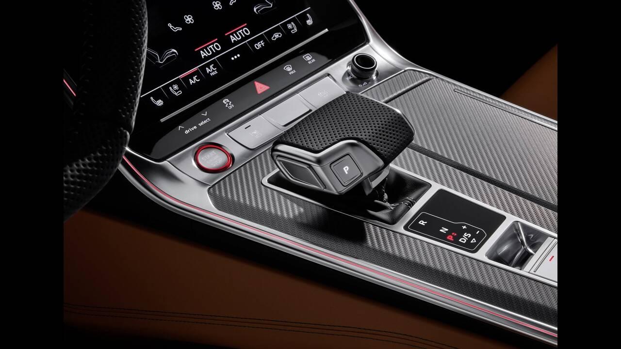 https://cdn.cnngreece.gr/media/news/2019/08/22/188203/photos/snapshot/Audi-RS6_Avant-2020-1600-13.jpg