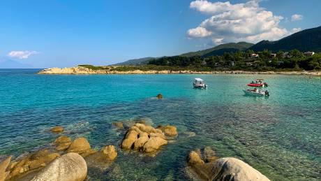 Χαλκιδική: Ταξίδι στη Βουρβουρού, έναν οικισμό - όαση στη Σιθωνία
