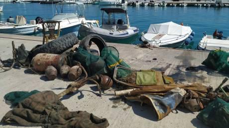 Κιάτο: Σε 50' κατάδυσης ανέσυραν 400 κιλά σκουπιδιών