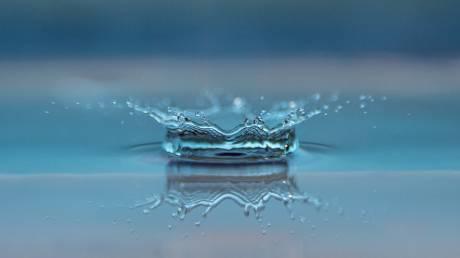 ΠΟΥ: Χαμηλή η επικινδυνότητα των μικροπλαστικών στο πόσιμο νερό