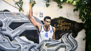 «Αναγεννήθηκε» το γκράφιτι του Γκάλη και «φόρεσε» τη φανέλα της Εθνικής