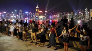 Χονγκ Κονγκ: Ανθρώπινη αλυσίδα δεκάδων χιλιομέτρων υπέρ της δημοκρατίας