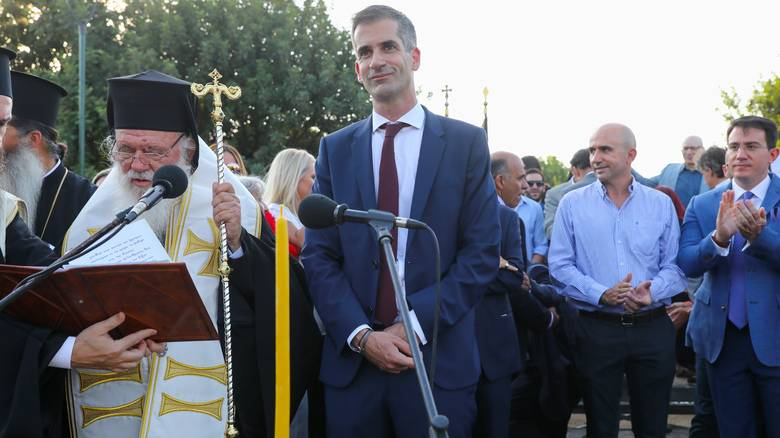 «Τέσσερα χρόνια θα είμαι υπηρέτης της Αθήνας»: Ορκίστηκε δήμαρχος ο Κώστας Μπακογιάννης