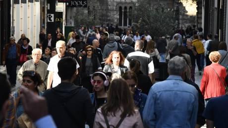 Η κυβέρνηση σχεδιάζει να ανοίξει το θέμα της κυριακάτικης λειτουργίας των καταστημάτων