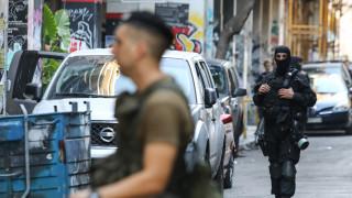 Επιχείρηση στα Εξάρχεια: Ποιος είναι ο Γάλλος που προσήχθη από τις Αρχές