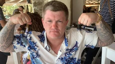 Βρετανός πρώην πυγμάχος πλήρωσε «χρυσάφι» μια… μπριζόλα στη Μύκονο