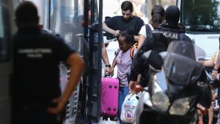 Επιχείρηση στα Εξάρχεια: Σε ξενοδοχείο μεταφέρθηκαν οι 134 μετανάστες από τα κτήρια που εκκενώθηκαν