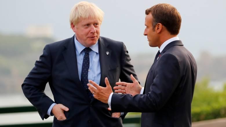 Μακρόν για Τζόνσον: Ίσως παίζει πόκερ με το Brexit, είναι ευφυής