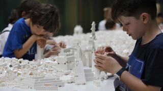 Lego: Αρχιτέκτονες και ερασιτέχνες χτίζουν τις πόλεις του μέλλοντος με τουβλάκια