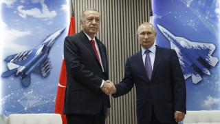 Μαχητικά, αβρότητες και... κεράσματα στη συνάντηση Πούτιν - Ερντογάν