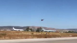 Η στιγμή που πυροσβεστικό ελικόπτερο απογειώνεται για να ριχτεί στη «μάχη» στον Βύρωνα