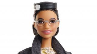 Η Barbie «παλεύει» για την ισότητα: Η κούκλα Ρόζα Παρκς έκανε το… ντεμπούτο της