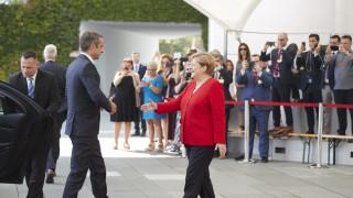 Βερολίνο: Σε εξέλιξη η συνάντηση Μητσοτάκη – Μέρκελ