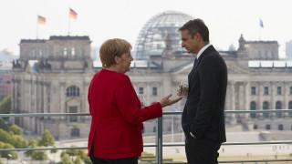 Συνάντηση Μητσοτάκη – Μέρκελ: Τα πρώτα «καρέ» από την επίσκεψη του πρωθυπουργού στο Βερολίνο