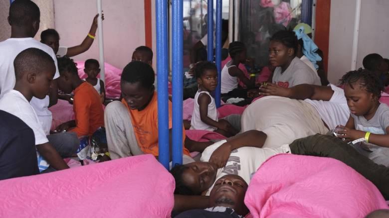 Ιταλία: Αποβιβάστηκαν στη Λαμπεντούζα δεκάδες παιδιά, γυναίκες και άρρωστοι μετανάστες