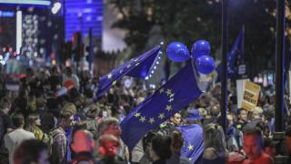 Βρετανία: Στους δρόμους χιλιάδες πολίτες κατά της αναστολής λειτουργίας του κοινοβουλίου