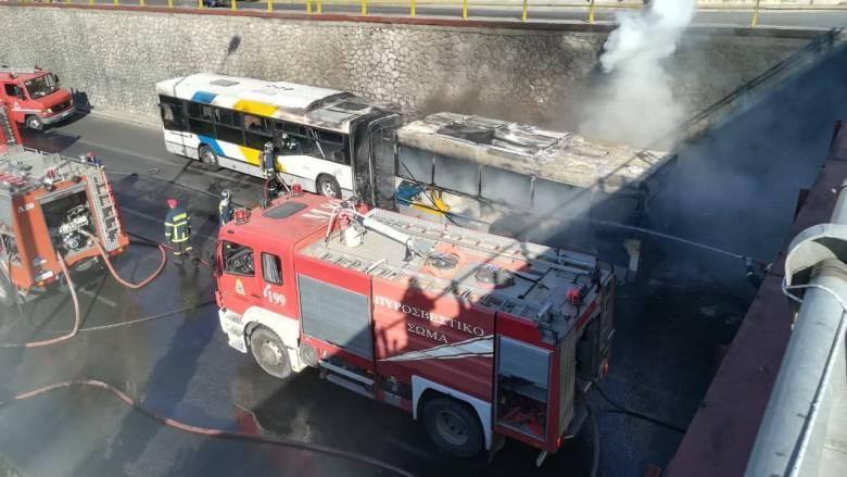 Φωτιά σε λεωφορείο του ΟΑΣΑ στη Φιλαδέλφεια