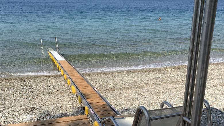 Μια «γέφυρα» στη θάλασσα για άτομα με κινητικά προβλήματα στη Βόρεια Εύβοια