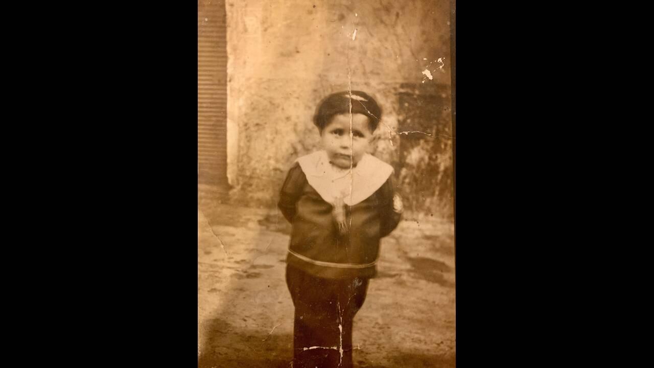 https://cdn.cnngreece.gr/media/news/2019/09/01/189218/photos/snapshot/onlyphotoofmyfatherfromhischildhood-probablytakenbeforimmigratedtoIsraelon1933.jpg