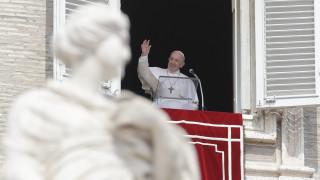 Ο πάπας Φραγκίσκος καθυστέρησε στην εβδομαδιαία ομιλία του γιατί… κλείστηκε στο ασανσέρ