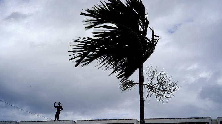 Ο τυφώνας Ντόριαν «σφυροκοπά» τις Μπαχάμες - Προειδοποιήσεις στους κατοίκους