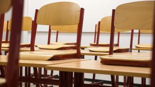 Κύπρος: Το υπουργείο Παιδείας θέλει να «κόψει»... τα μούσια και μαλλιά των μαθητών