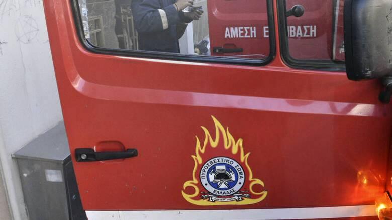 Φωτιά σε υπαίθριο χώρο στην Πειραιώς