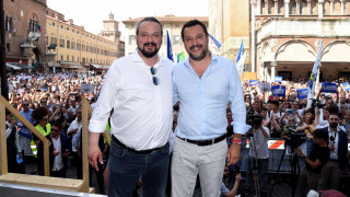 Ιταλία: Δήμαρχος αφαιρεί παγκάκια αστέγων αλλά παραγγέλνει Εσταυρωμένους για τα σχολεία