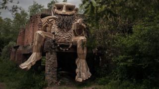 Επτά… τρολ εργάζονται και χαλαρώνουν σε δάσος του Βελγίου