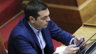 Ο Τσίπρας κάνει… like στο Facebook και… unfollow στα ΜΜΕ
