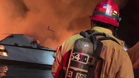Καλιφόρνια: Σκάφος τυλίχθηκε στις φλόγες