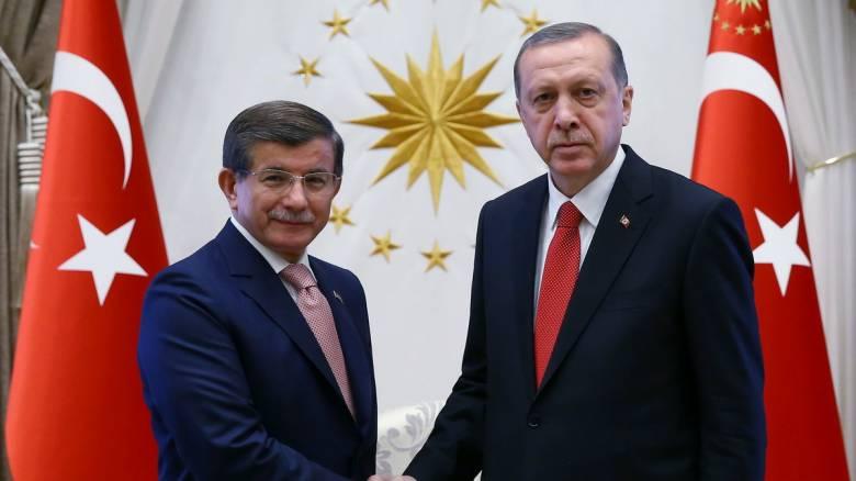 Ραγδαίες εξελίξεις στην Τουρκία: Έτοιμος να αποπέμψει τον Νταβούτογλου ο Ερντογάν
