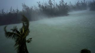 Τυφώνας Ντόριαν: Υποβαθμίστηκε στην κατηγορία 3 - Εξακολουθεί να είναι επικίνδυνος