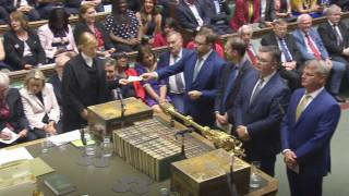 Brexit: 21 «αντάρτες» που αψήφησαν την γραμμή των Συντηρητικών αποπέμπονται από το κυβερνών κόμμα