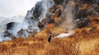 Μαίνεται η πυρκαγιά στην Κάρυστο - Ενισχύονται οι πυροσβεστικές δυνάμεις