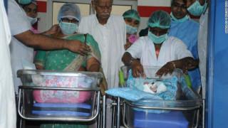 Απίστευτο και όμως αληθινό: Ινδή γέννησε δίδυμα σε ηλικία… 73 ετών