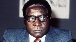 Ρόμπερτ Μουγκάμπε: Η αιματοβαμμένη ιστορία ενός «ήρωα» που κατέληξε τύραννος