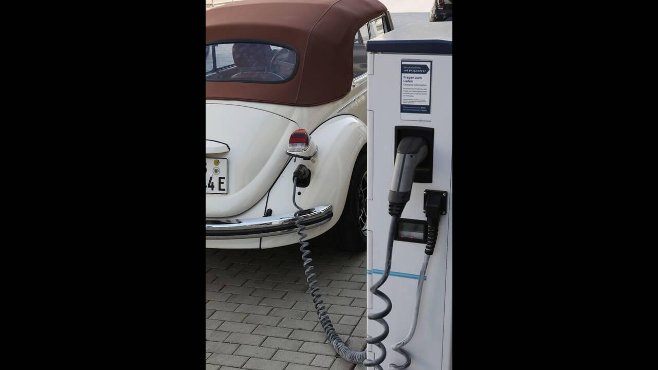https://cdn.cnngreece.gr/media/news/2019/09/08/189903/photos/snapshot/VW-E-BEETLE-10.jpg