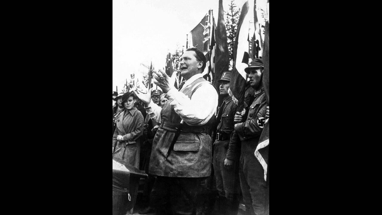 1935, Ανατολική Πρωσία. Ο Γερμανός Πρωθυπουργός Χέρμαν Γκέρινγκ απευθύνεται σε συγκέντρωση οπαδών του ναζιστικού κόμματος.