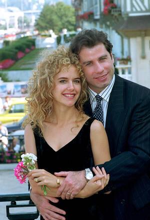 1991, Γαλλία. Ο Αμερικανός σταρ Τζον Τραβόλτα με τη σύζυγό του, Κέλι Πρέστον, στη Ντιβίλ της Γαλλίας. Το ζευγάρι παντρεύτηκε πριν από λίγες μέρες στο Παρίσι.