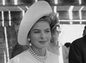 """1963, Ρώμη, Η Σουηδή ηθοποιός Ίνγκριντ Μπέργκμαν στο ρόλο της ως η πλουσιότερη γυναίκα του κόσμου, σε μια σκηνή από την ταινία """"La Vendetta della Signora"""" (""""Η επίσκεψη"""")."""