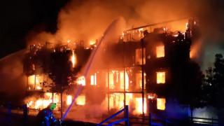 Συναγερμός στο Λονδίνο: Μεγάλη φωτιά σε πολυκατοικία