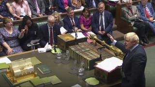 Brexit: Ο Τζόνσον αναστέλλει τις λειτουργίες της Βουλής
