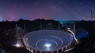 «Μήνυμα» εξωγήινων; Μυστηριώδες σήμα από το διάστημα προκαλεί πονοκέφαλο σε Κινέζους αστρονόμους