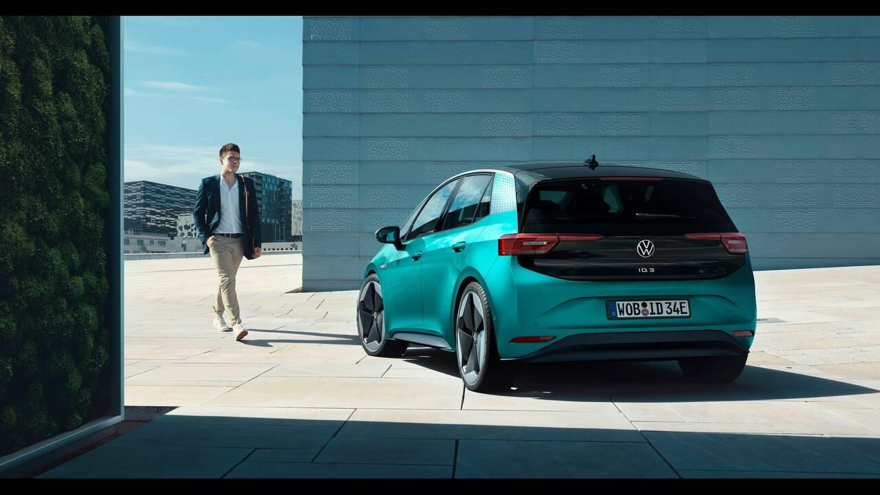 https://cdn.cnngreece.gr/media/news/2019/09/10/190147/photos/snapshot/VW-ID-3-38.jpg