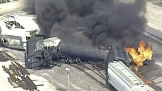 ΗΠΑ: Τρένο εκτροχιάστηκε και τυλίχθηκε στις φλόγες