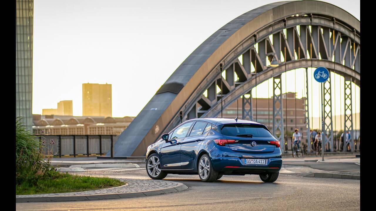 https://cdn.cnngreece.gr/media/news/2019/09/12/190378/photos/snapshot/Opel-Astra-2019-11.jpg