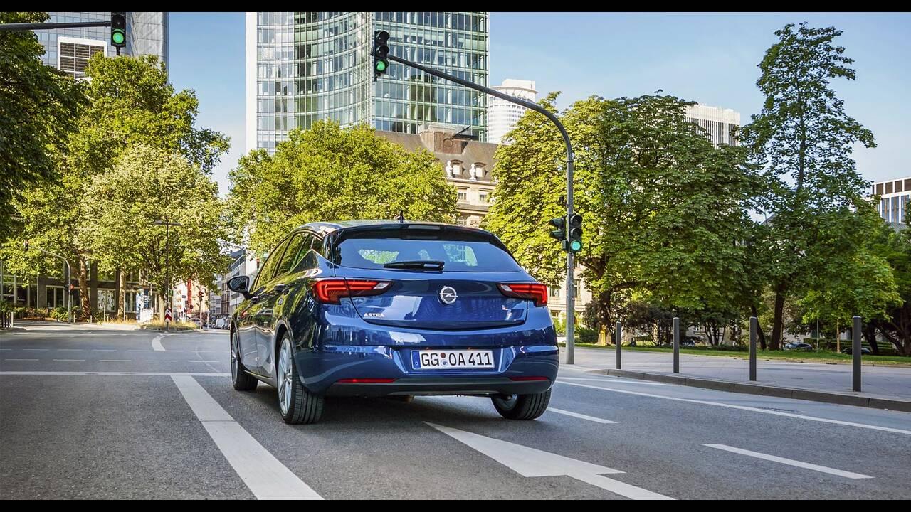 https://cdn.cnngreece.gr/media/news/2019/09/12/190378/photos/snapshot/Opel-Astra-2019-12.jpg